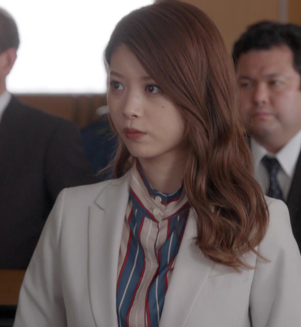 馬場ふみか 刑事役でもセクシー(ちょっと乳揺れ)キャプ・エロ画像7