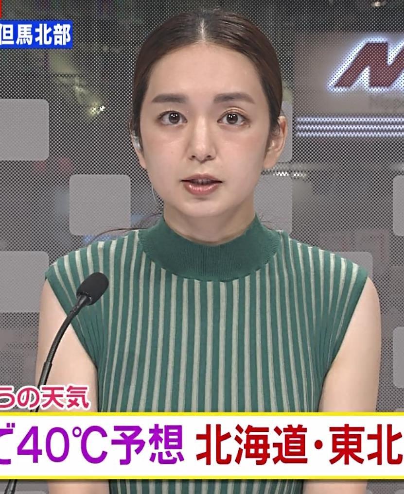 後藤晴菜アナ ピチピチな縦縞ノースリーブの胸エロキャプ・エロ画像3