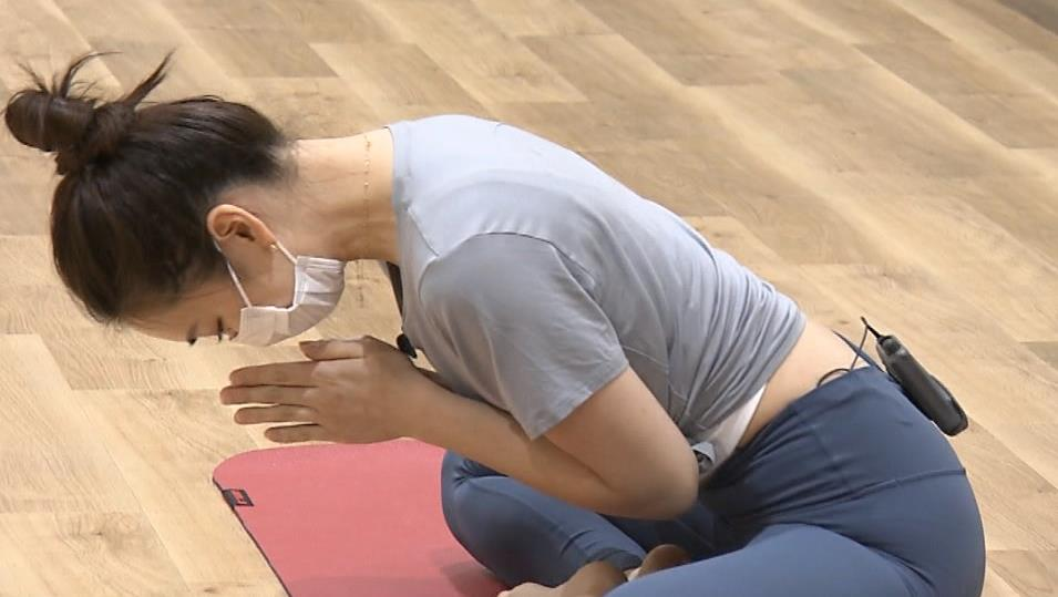 アナ ピチピチなレギンスで股間がエロいキャプ・エロ画像2