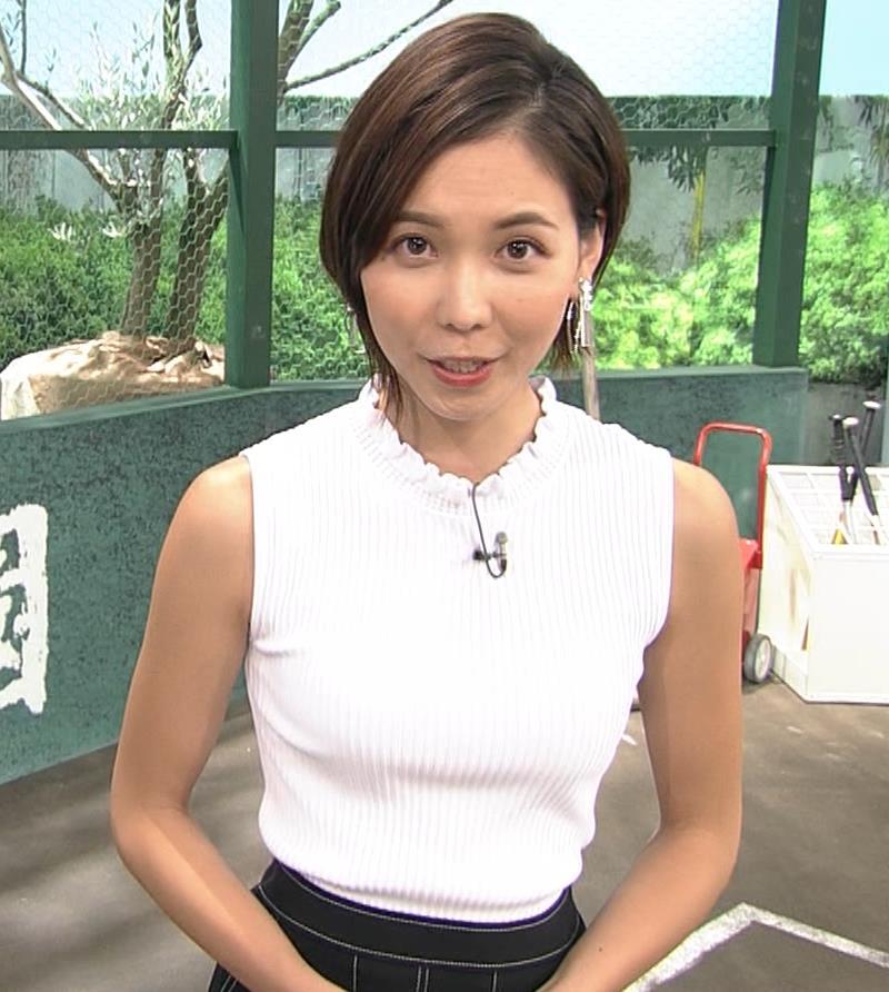 ヒロド歩美アナ ピチピチノースリーブニットの横乳キャプ・エロ画像10