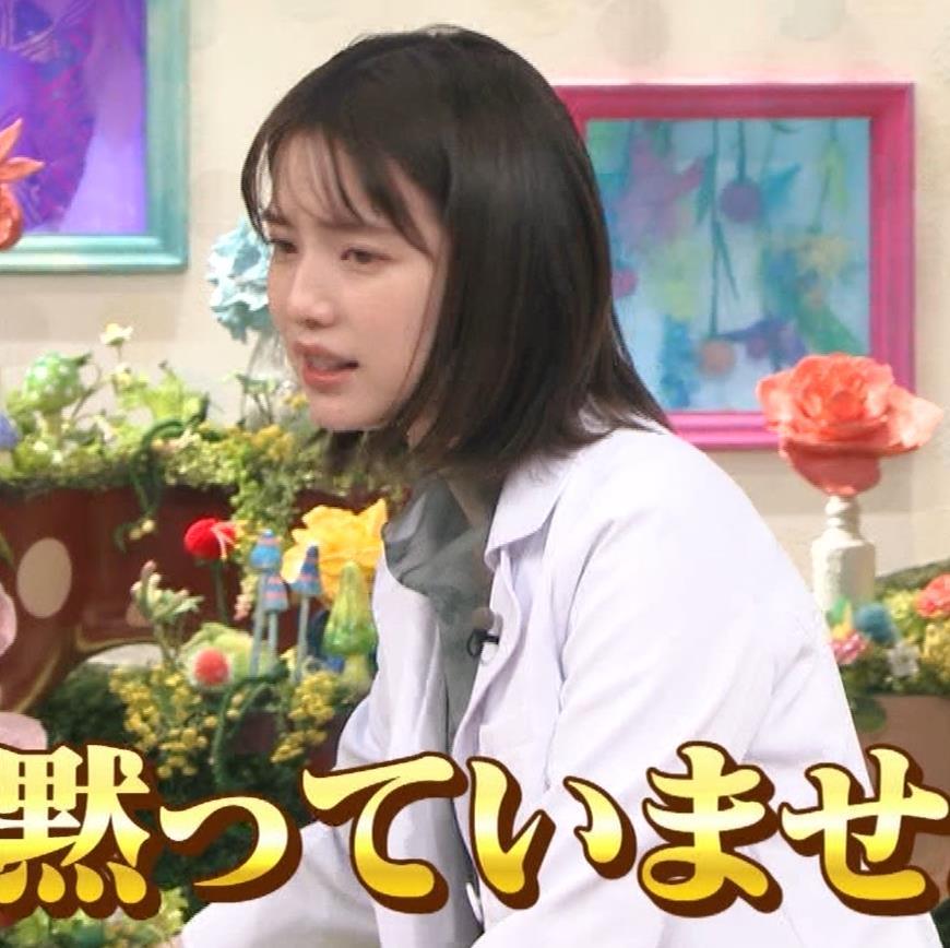 弘中綾香アナ 白衣の下の微乳キャプ・エロ画像6