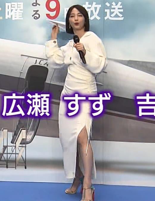 広瀬すず スカートのスリットとか巨乳横乳とかキャプ・エロ画像2