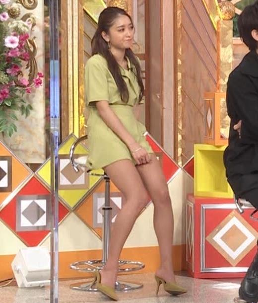 みちょぱ スカートの裾を自分でめくる動画(池田美優)キャプ・エロ画像2
