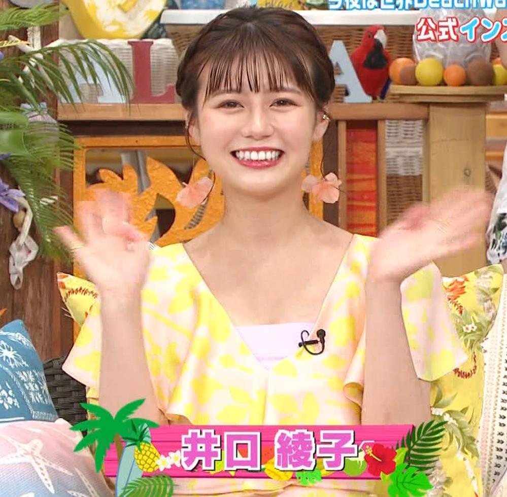 井口綾子 胸の谷間を見せながらテレビ出演キャプ・エロ画像2