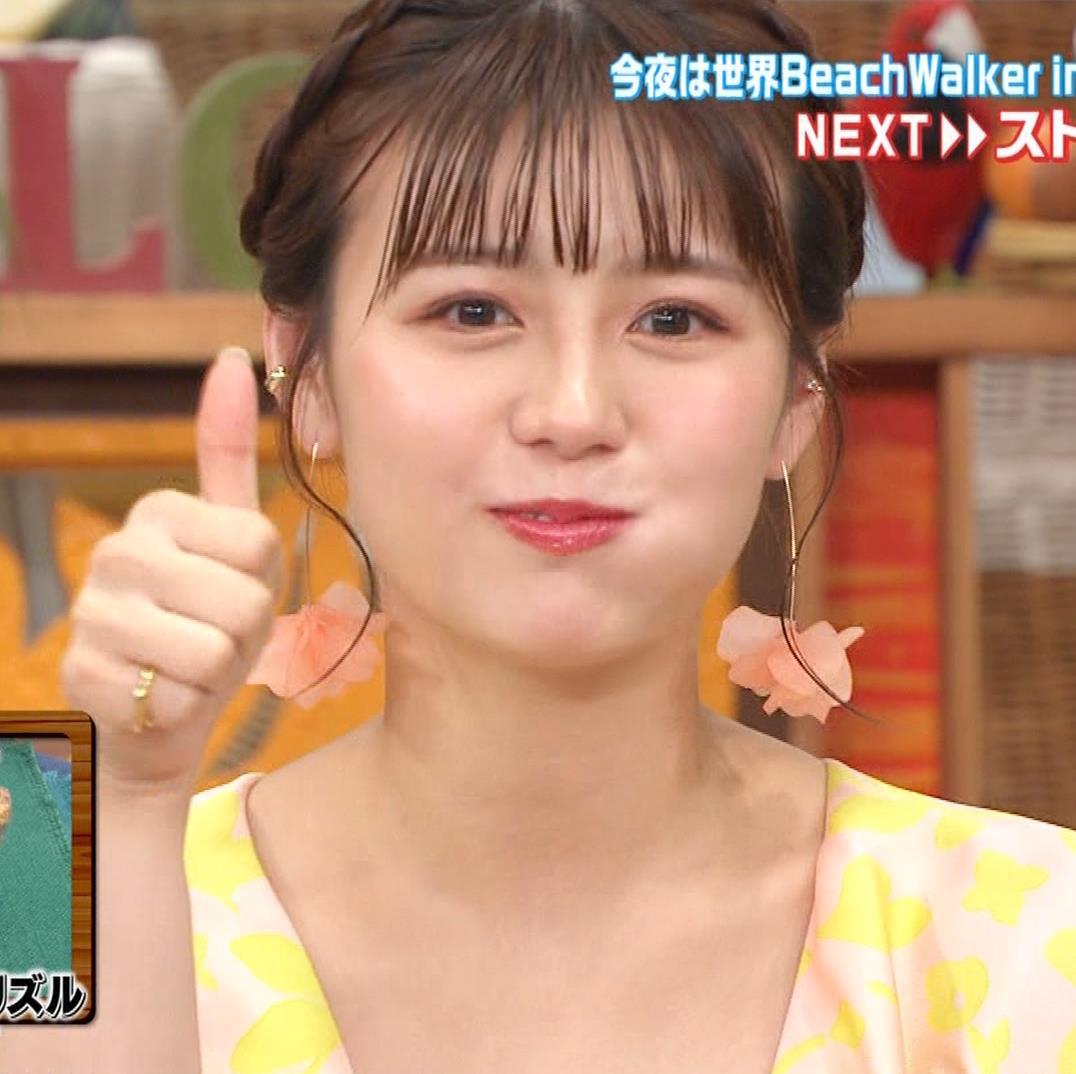 井口綾子 胸の谷間を見せながらテレビ出演キャプ・エロ画像8