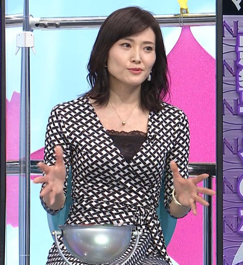 金子恵美 胸がエロい柄のワンピースキャプ・エロ画像2