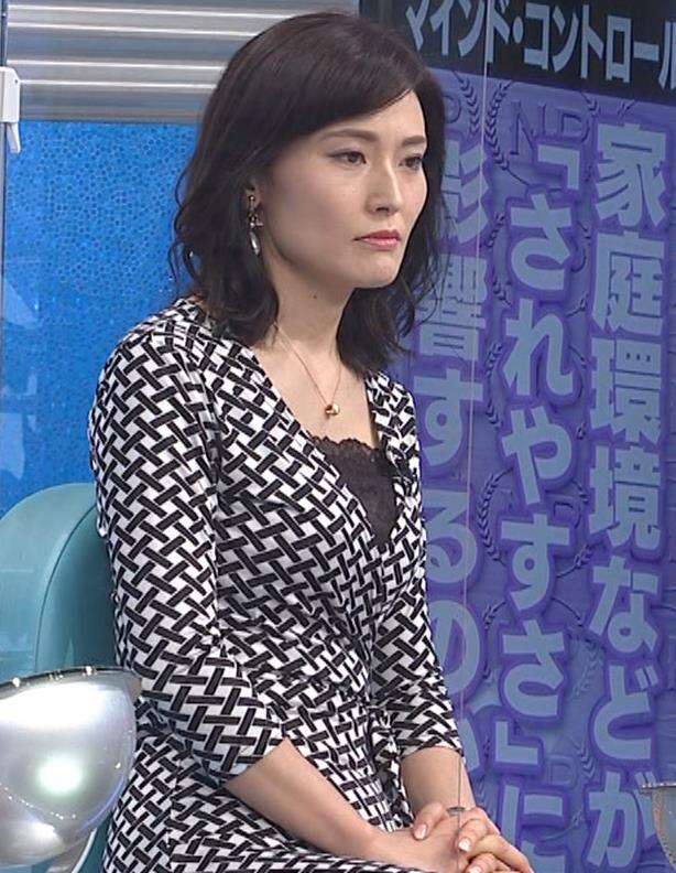 金子恵美 胸がエロい柄のワンピースキャプ・エロ画像4