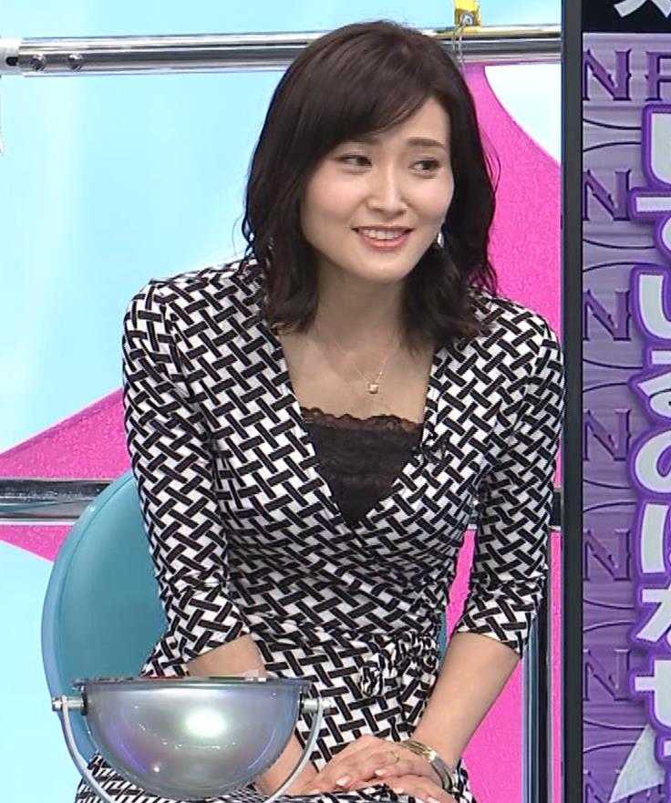 金子恵美 胸がエロい柄のワンピースキャプ・エロ画像9