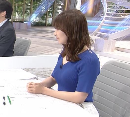 片渕茜アナ ニット巨乳の横乳キャプ・エロ画像