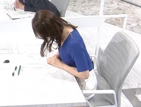 片渕茜アナ ニット巨乳の横乳キャプ・エロ画像3