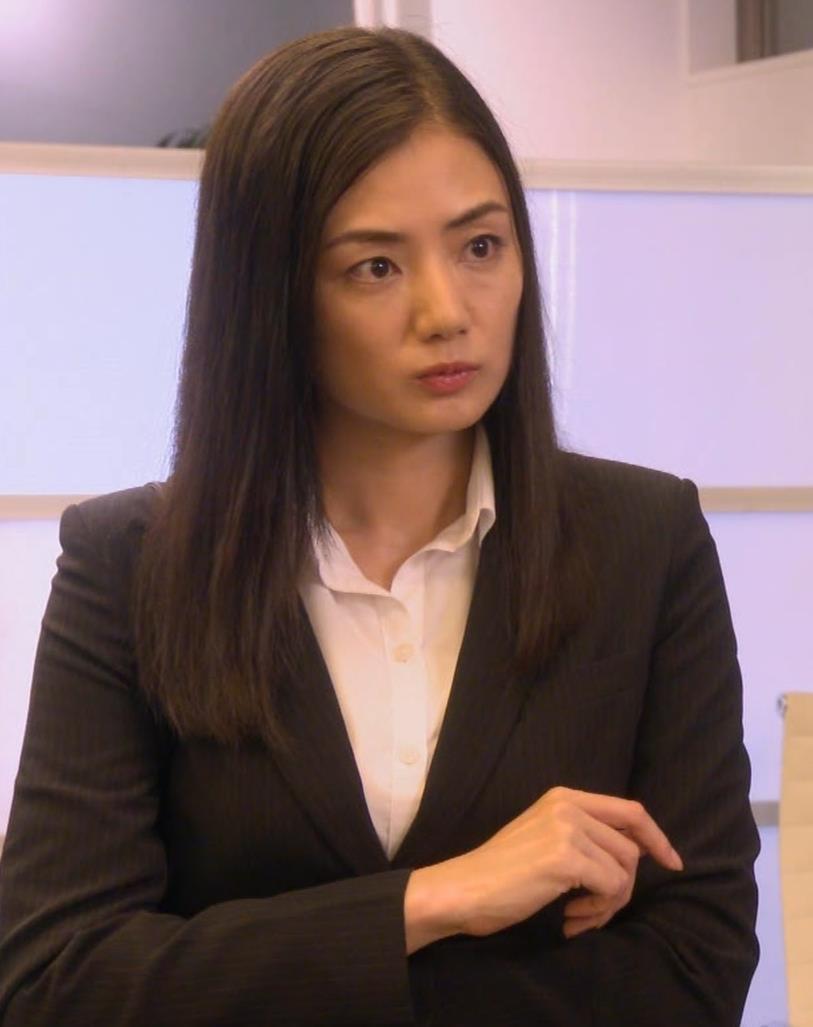 片山萌美 スーツ姿のワイシャツのパツパツおっぱいキャプ・エロ画像5