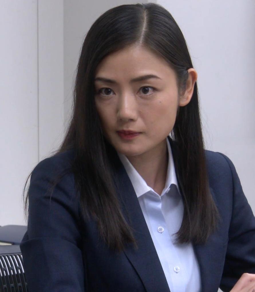 片山萌美 スーツ姿のワイシャツのパツパツおっぱいキャプ・エロ画像7