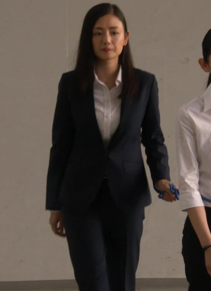片山萌美 スーツ姿のワイシャツのパツパツおっぱいキャプ・エロ画像8