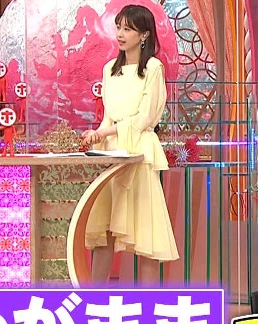 加藤綾子 脚がちょいエロキャプ・エロ画像3