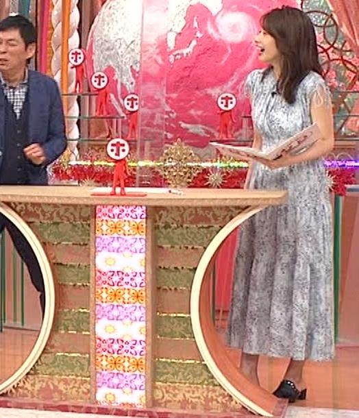 加藤綾子 胸の大きさがちょっと強調されたワンピースキャプ・エロ画像2