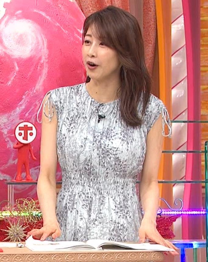 加藤綾子 胸の大きさがちょっと強調されたワンピースキャプ・エロ画像15