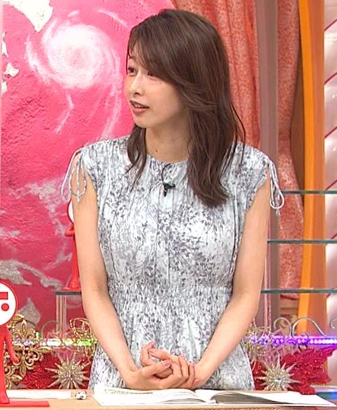 加藤綾子 胸の大きさがちょっと強調されたワンピースキャプ・エロ画像6