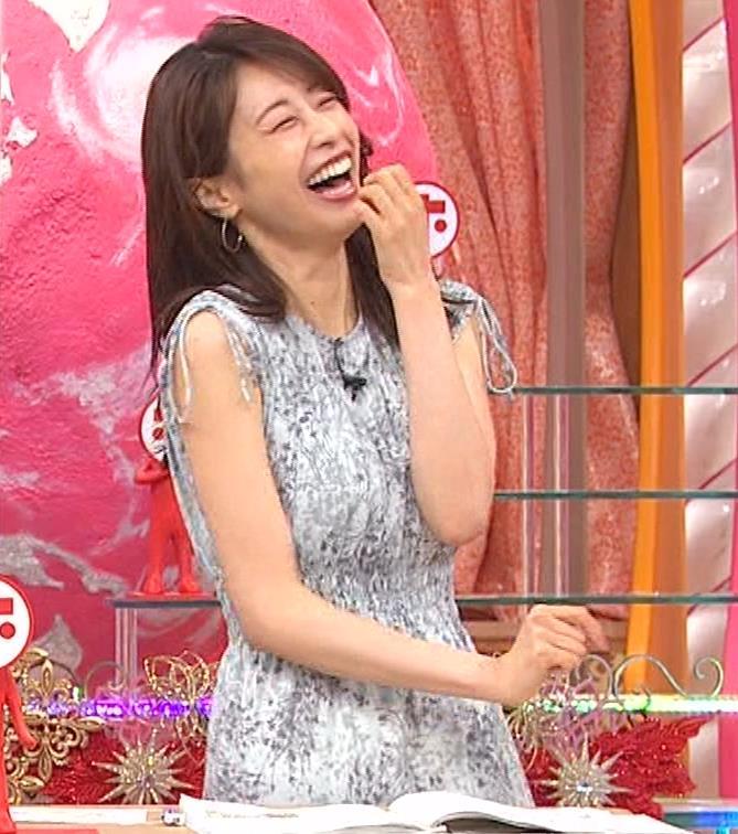 加藤綾子 胸の大きさがちょっと強調されたワンピースキャプ・エロ画像7