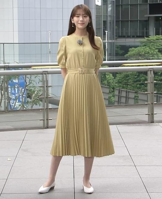 貴島明日香 張り付くスカートキャプ・エロ画像