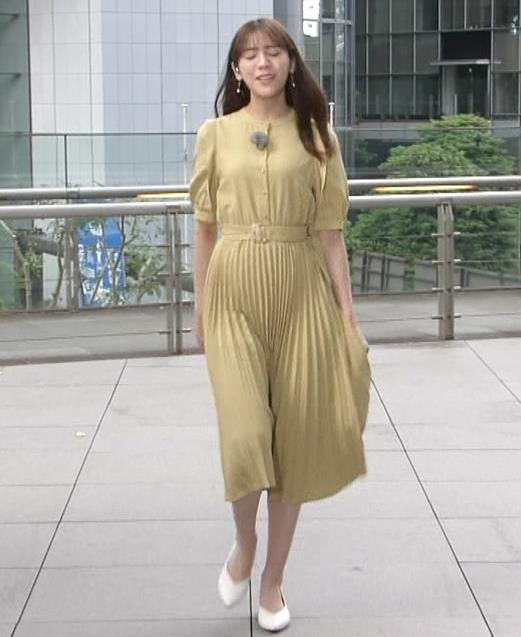 貴島明日香 張り付くスカートキャプ・エロ画像3