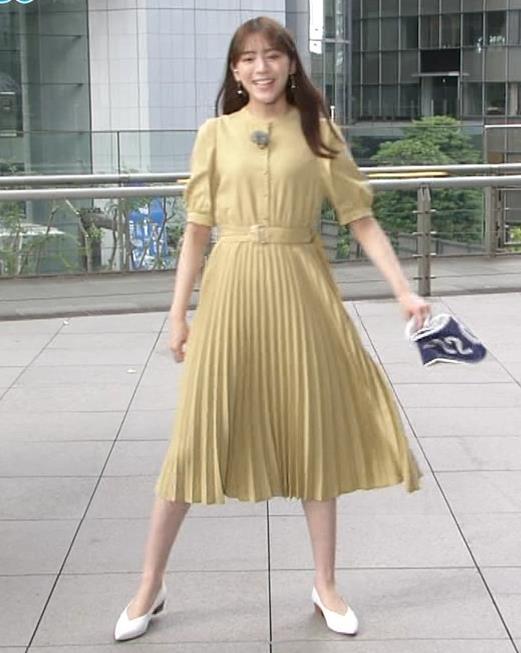 貴島明日香 張り付くスカートキャプ・エロ画像5