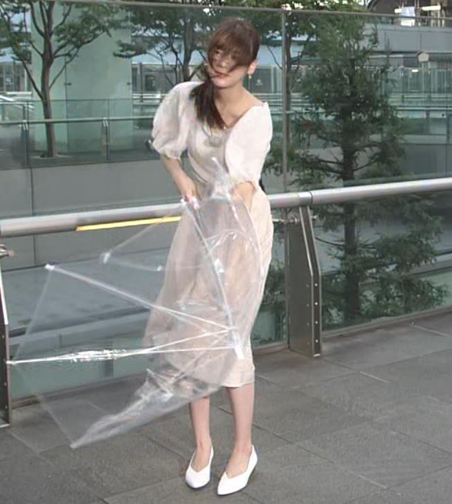 貴島明日香 胸のふくらみ&ひらひらスカートキャプ・エロ画像4