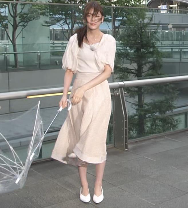 貴島明日香 胸のふくらみ&ひらひらスカートキャプ・エロ画像6