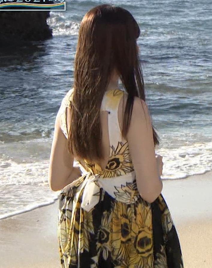 小嶋陽菜 胸ちらをガードキャプ・エロ画像