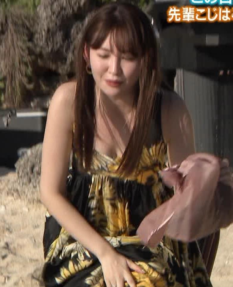 小嶋陽菜 胸ちらをガードキャプ・エロ画像6