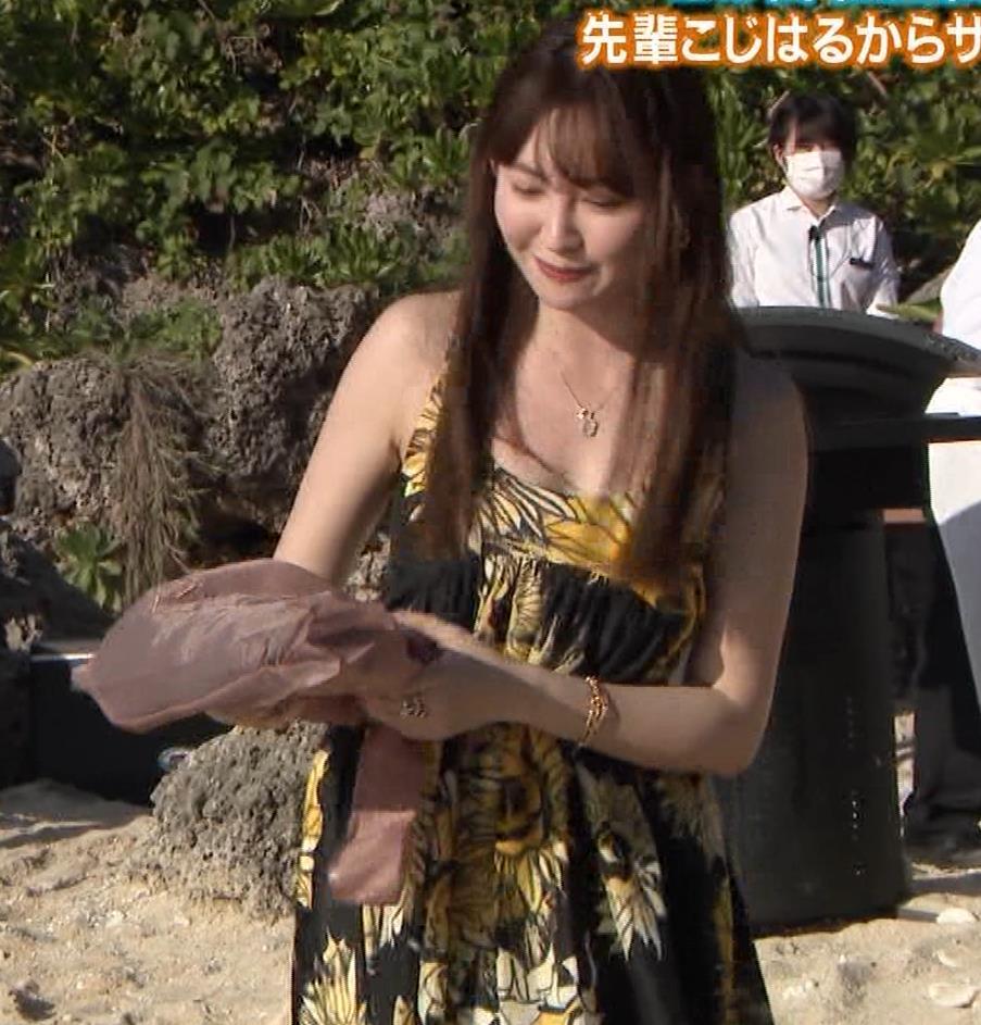 小嶋陽菜 胸ちらをガードキャプ・エロ画像7