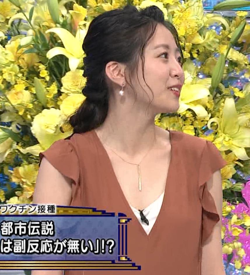 黒木千晶アナ 胸元が開いた服でチラチラキャプ・エロ画像5