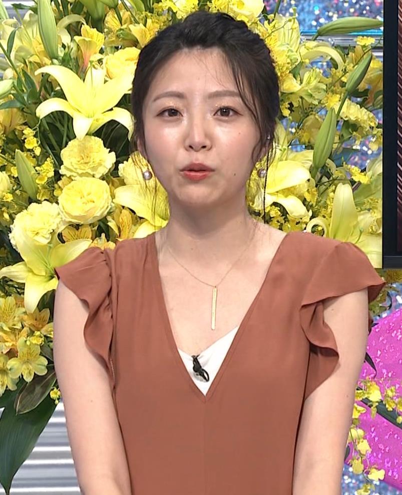 黒木千晶アナ 胸元が開いた服でチラチラキャプ・エロ画像6