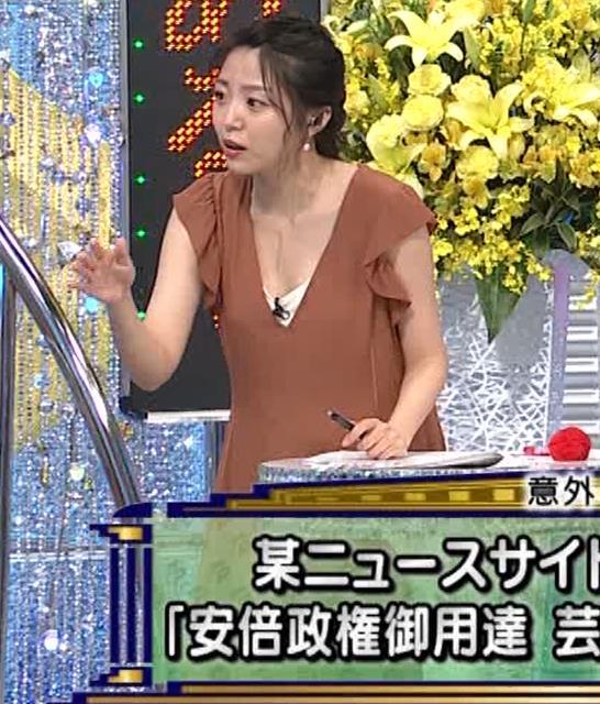 黒木千晶アナ 胸元が開いた服でチラチラキャプ・エロ画像10