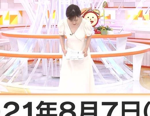 久慈暁子アナ 胸元開いた服がエロかわいいキャプ・エロ画像