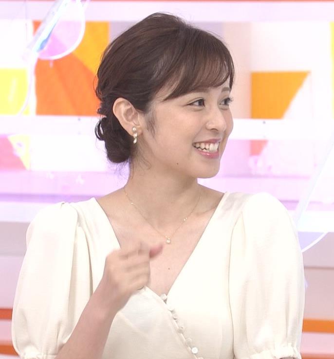 久慈暁子アナ 胸元開いた服がエロかわいいキャプ・エロ画像12