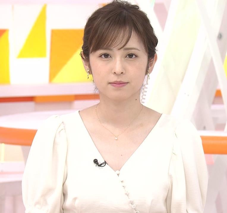 久慈暁子アナ 胸元開いた服がエロかわいいキャプ・エロ画像3