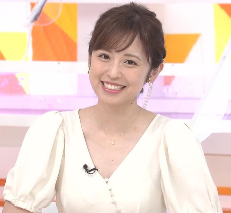 久慈暁子アナ 胸元開いた服がエロかわいいキャプ・エロ画像6