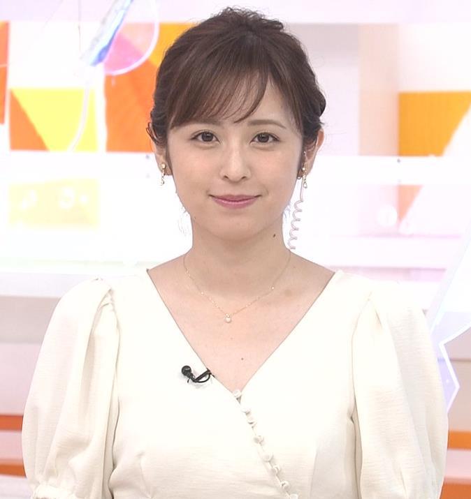 久慈暁子アナ 胸元開いた服がエロかわいいキャプ・エロ画像8