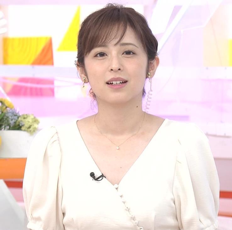 久慈暁子アナ 胸元開いた服がエロかわいいキャプ・エロ画像10