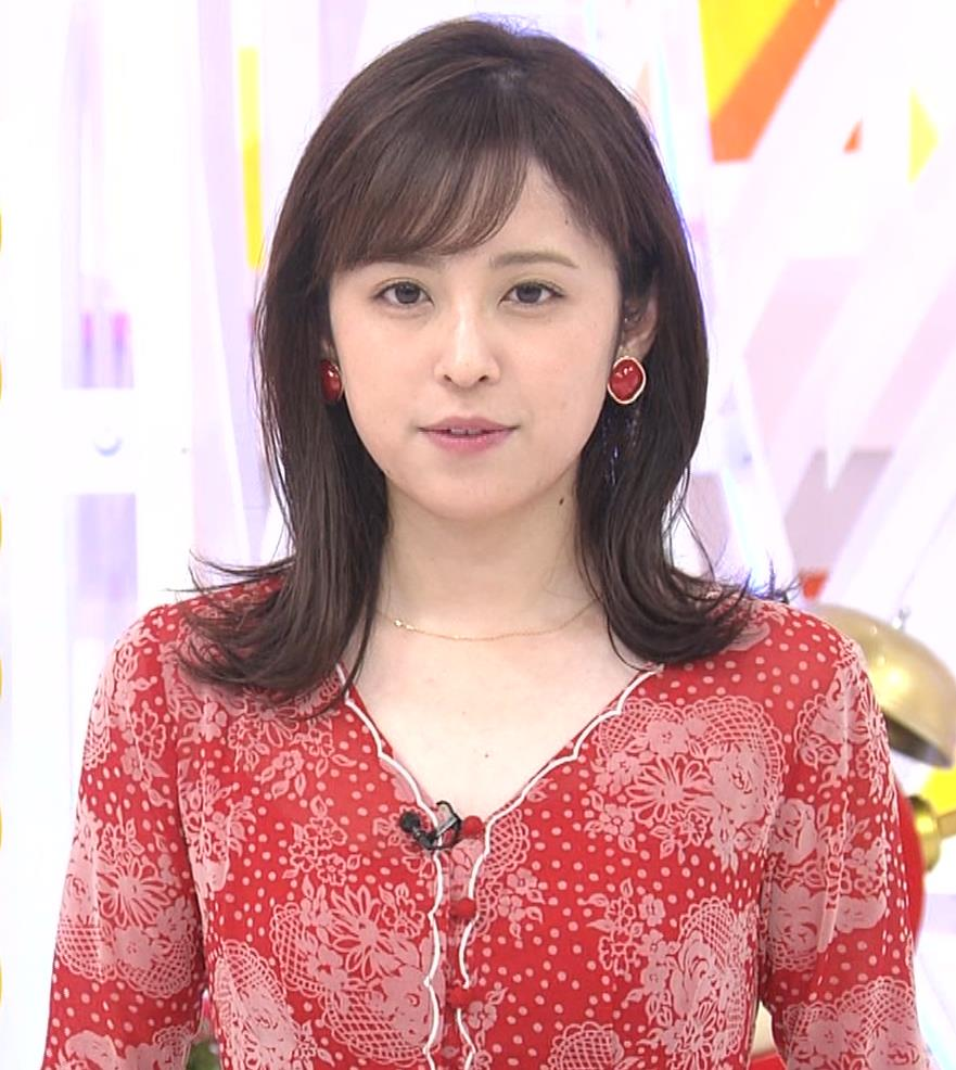 久慈暁子アナ 胸のふくらみがエロいタイトなワンピースキャプ・エロ画像