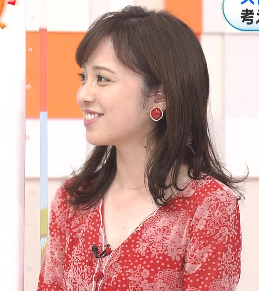 久慈暁子アナ 胸のふくらみがエロいタイトなワンピースキャプ・エロ画像2