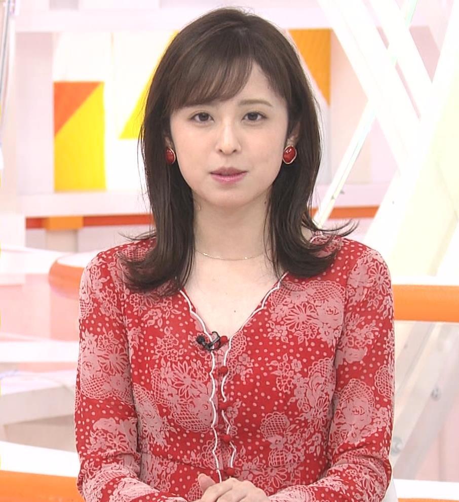 久慈暁子アナ 胸のふくらみがエロいタイトなワンピースキャプ・エロ画像12