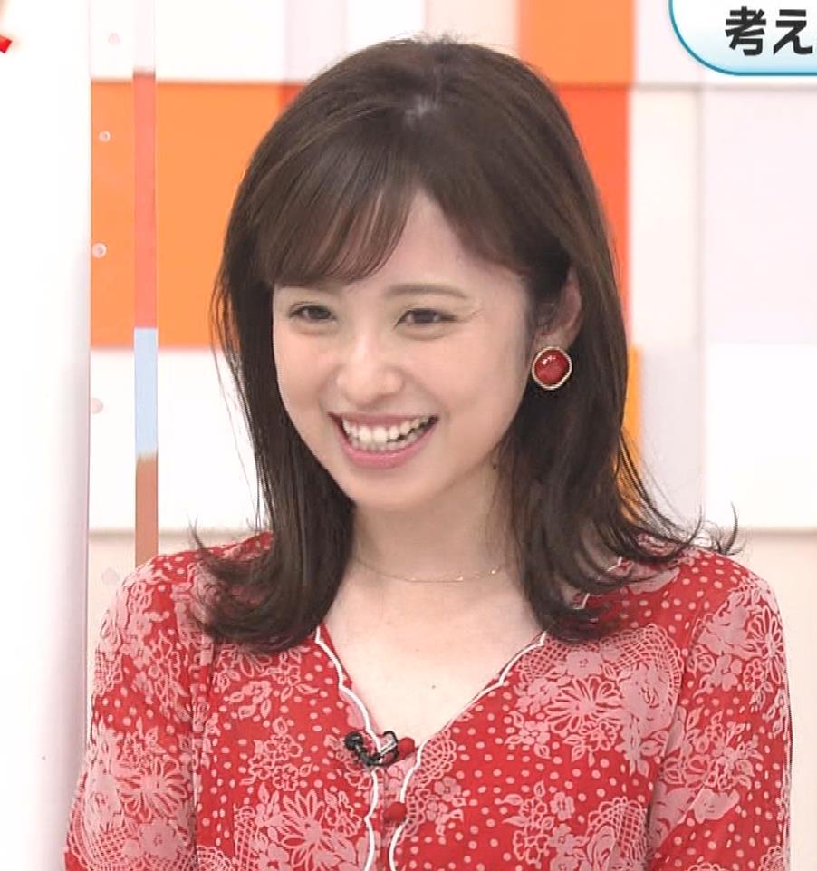 久慈暁子アナ 胸のふくらみがエロいタイトなワンピースキャプ・エロ画像3