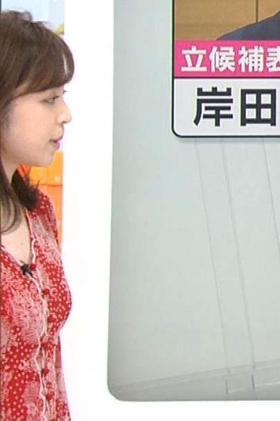 久慈暁子アナ 胸のふくらみがエロいタイトなワンピースキャプ・エロ画像4