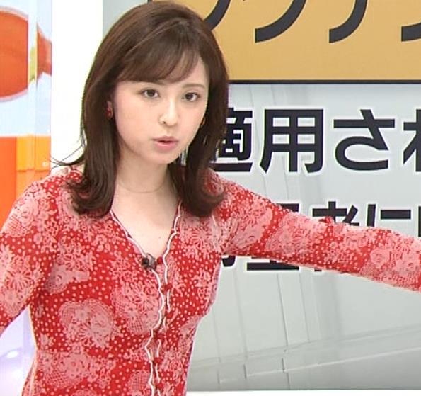 久慈暁子アナ 胸のふくらみがエロいタイトなワンピースキャプ・エロ画像6
