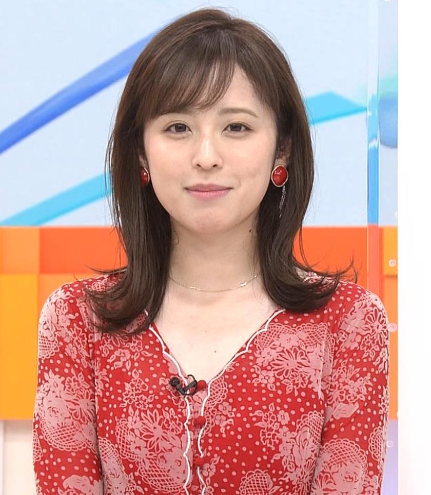 久慈暁子アナ 胸のふくらみがエロいタイトなワンピースキャプ・エロ画像7