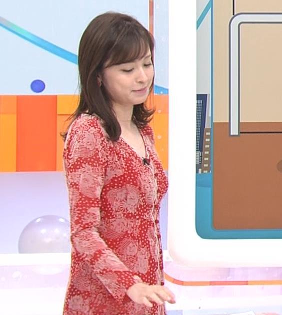 久慈暁子アナ 胸のふくらみがエロいタイトなワンピースキャプ・エロ画像8