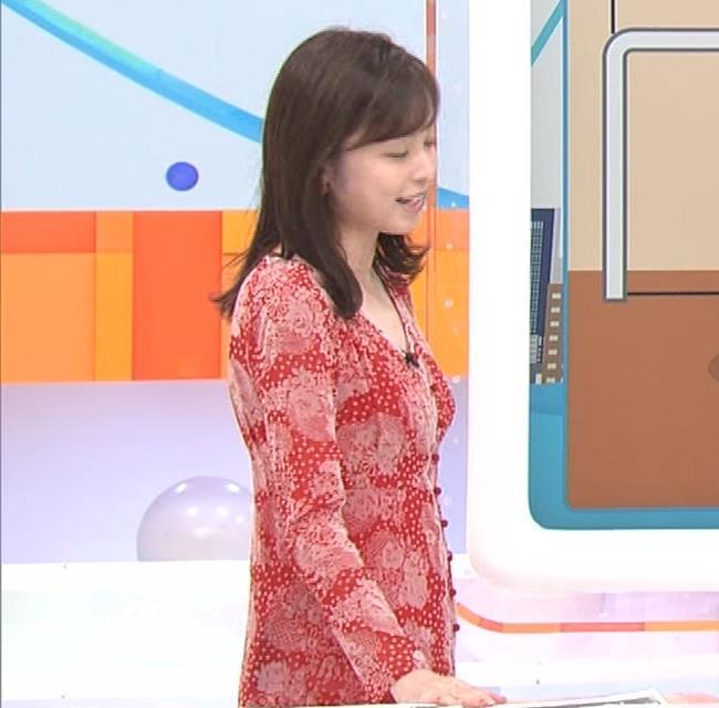 久慈暁子アナ 胸のふくらみがエロいタイトなワンピースキャプ・エロ画像9