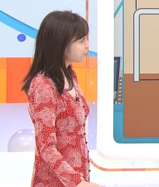 久慈暁子アナ 胸のふくらみがエロいタイトなワンピースキャプ・エロ画像10
