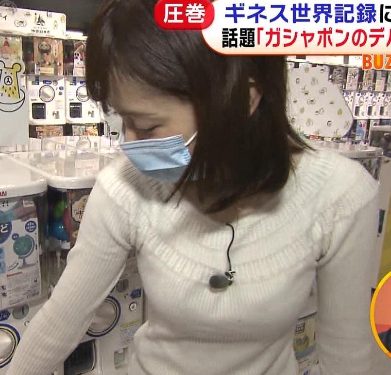 久慈暁子アナ 大きくないけどエロいニット横乳キャプ・エロ画像11